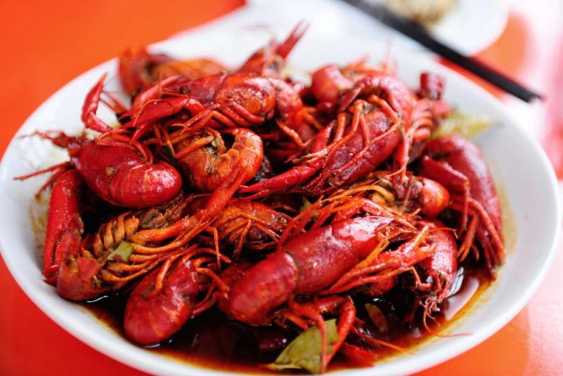 小龙虾不宜一次多吃\大公报记者 陈惠芳