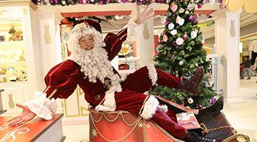贸易战阴霾打击消费 香港圣诞树滞销圣诞老人赚少