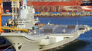 国产航母整装待发第四次海试 辽宁舰甲板跑道线涂装过半