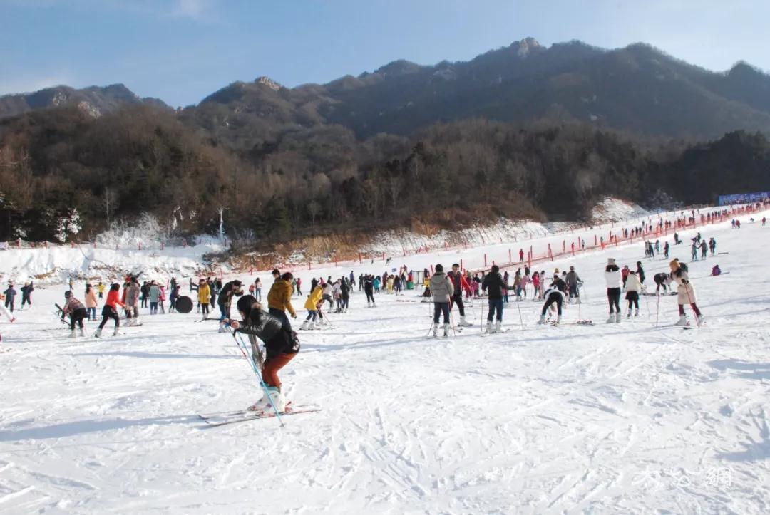 2018年嵩县第二届冰雪节推介会在郑州举行