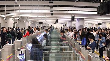 """?内地客违出境令西九站被截 议员:""""一地两检""""发挥作用"""