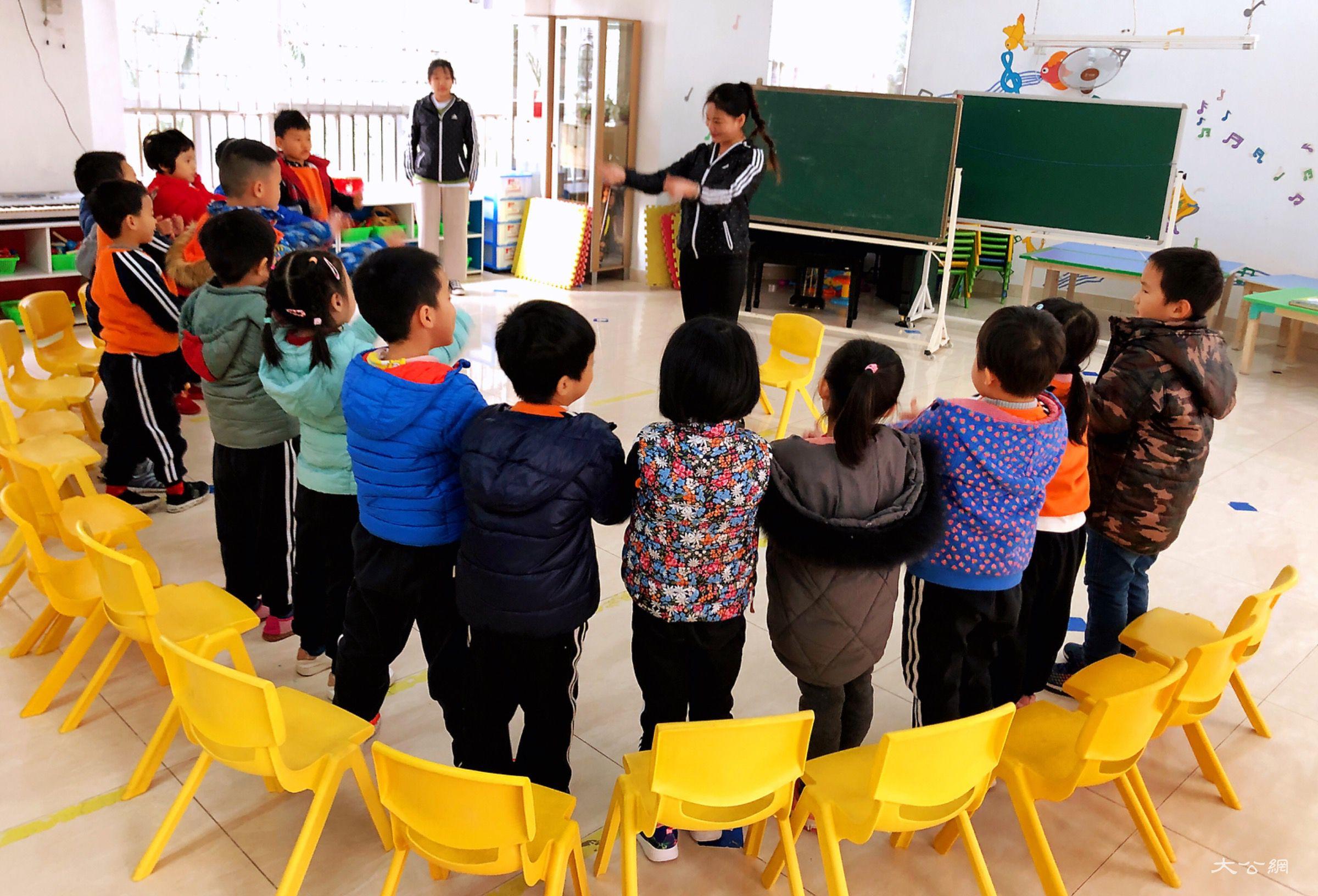 """中国幼教规模明年料破8000亿元 """"母婴联盟""""深拓市场"""