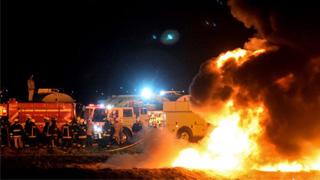墨西哥输油管爆炸致71死 偷油者伤亡惨重