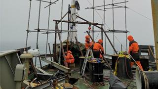 雪龍船艏桅進行臨時維修 船級社簽發安全證書