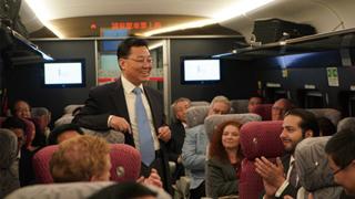 外国驻港机构代表乘搭高铁考察大湾区