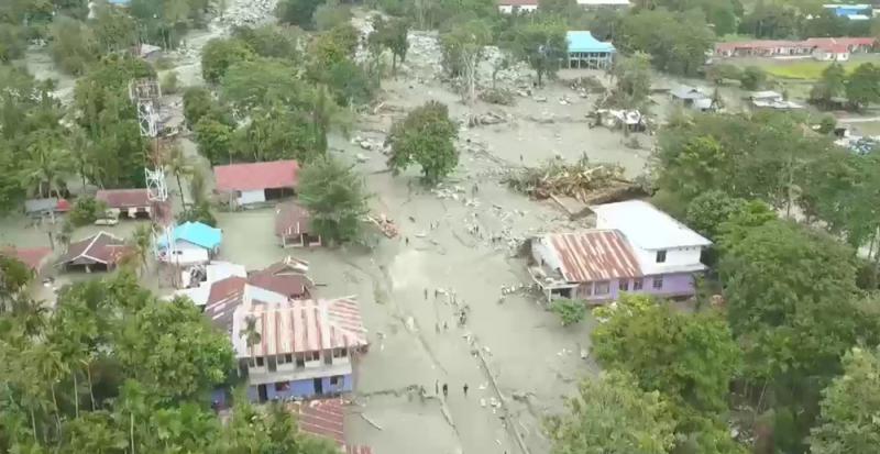 印尼东部暴雨洪灾致50人丧生 伤亡人数或将上升  第1张