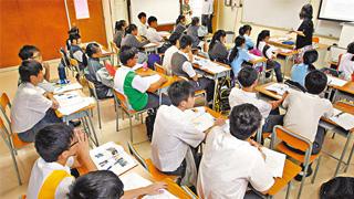 香港公营中小学教师下学年起全面学位化
