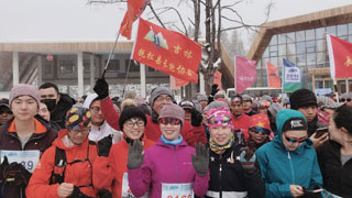 长白山雪地马拉松 千余跑手向天跑