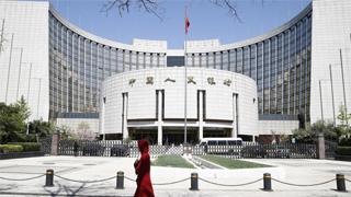 央行公开市场再泵200亿 人民币中间价报6.7043下调132点