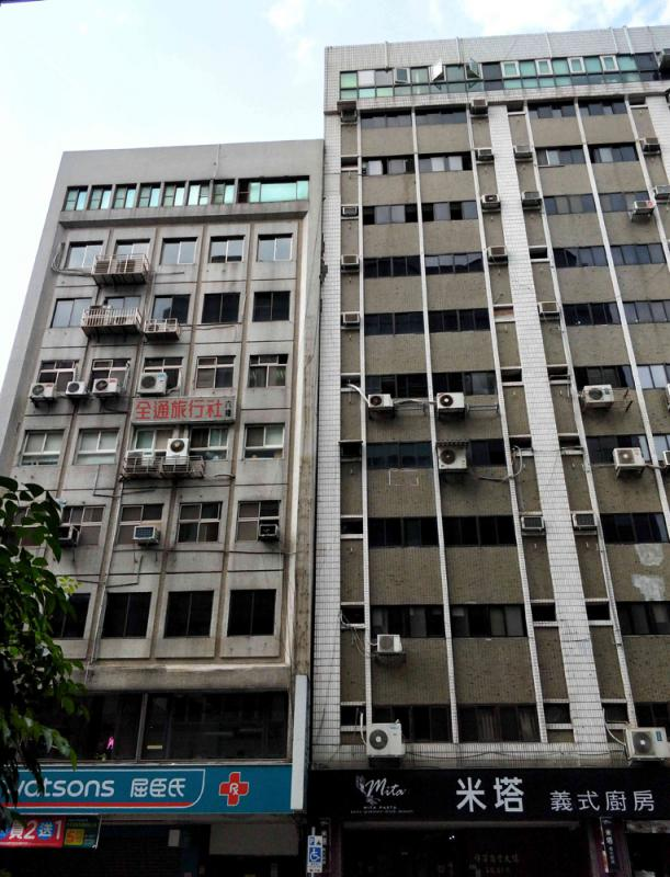 台北两栋大楼倾斜疏散逾百人