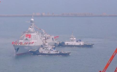 两艘052D型导弹驱逐舰齐下水 见证中国海军强大