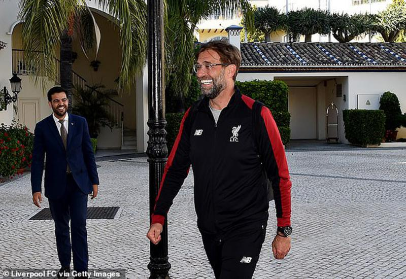 利物浦抵西班牙备战欧联决赛