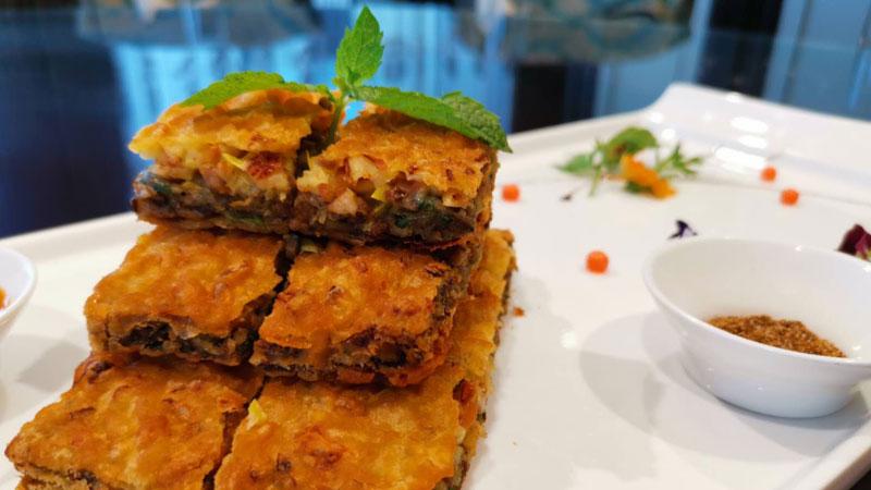 """地安门马凯餐厅推出的端午新菜""""五仁香酥鹅"""""""