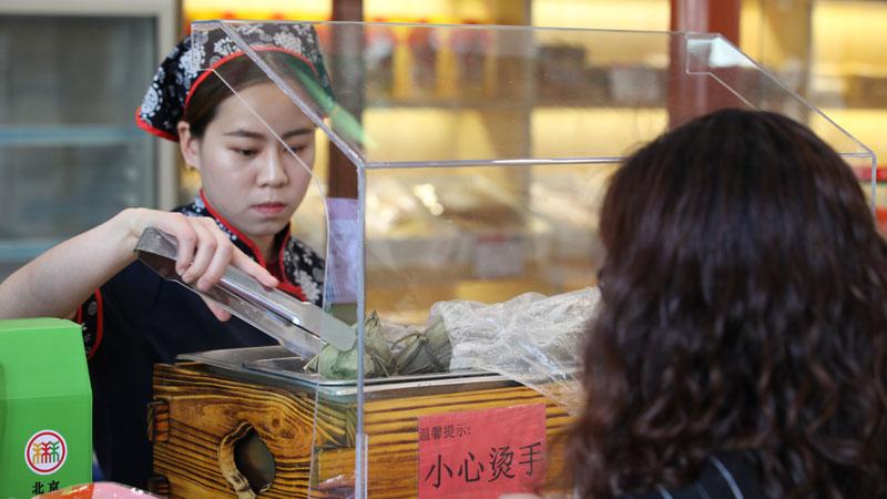 北京稻香村已经很多顾客开始买粽子