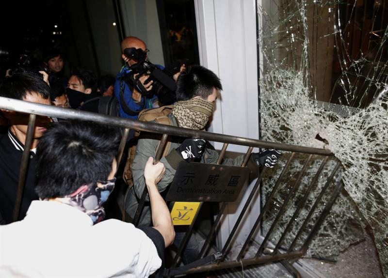 亂港派煽動暴力衝擊 爛頭蟀當炮灰毀前程