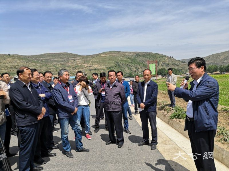 甘肃农业农村系统300余干部 宕昌县贫困村取经合作社规范化建设