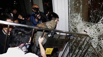 乱港派煽动暴力冲击 烂头蟀当炮灰毁前程