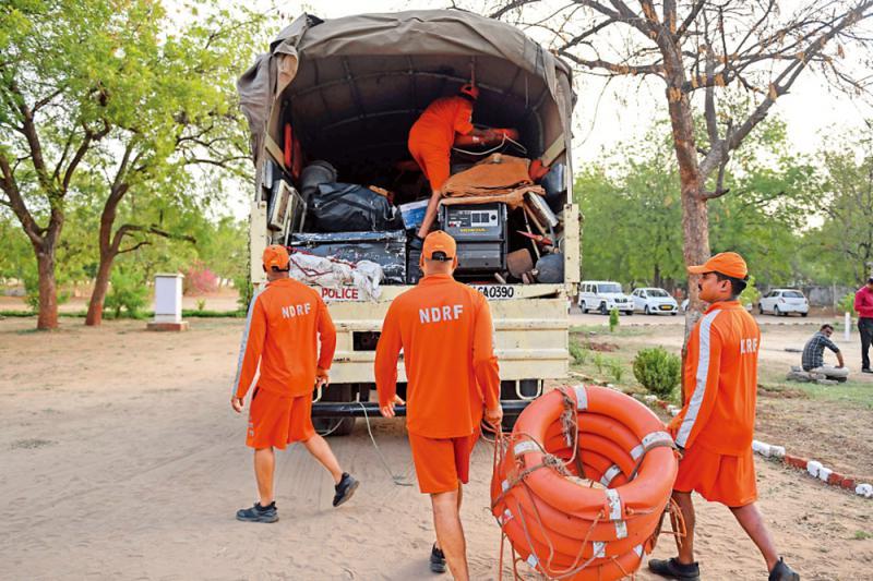 最强风暴将抵印 30万人撤离