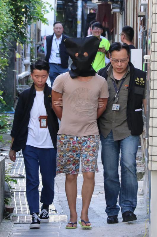 皮包骨女婴疑遭虐毙 生母保姆及其男友被捕