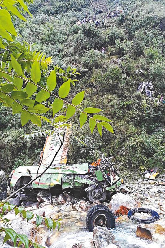 印北部邦交通事故近80死伤