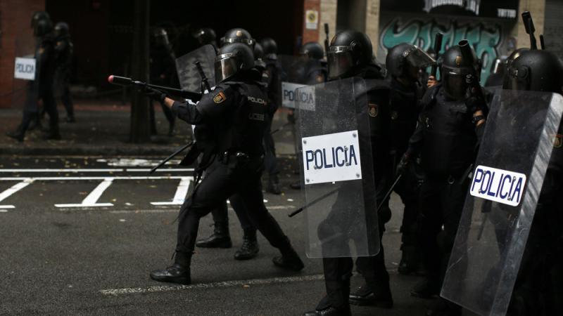 """外国记者:""""香港警察不是怪物"""""""
