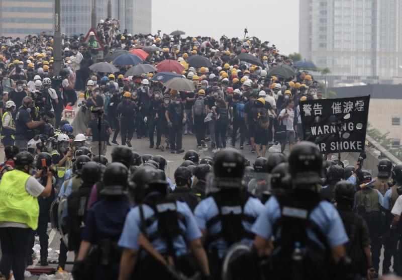 要警队向恶势力低头,仲成世界?
