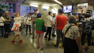 ?街站播疯狂袭警片段 市民质问:手无寸铁?和平示威?