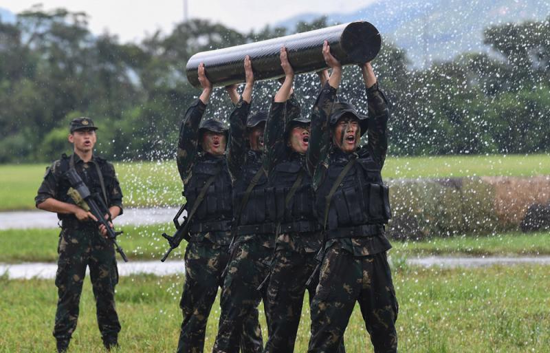 ?雨中演示高強戰力 觀眾驚嘆連連
