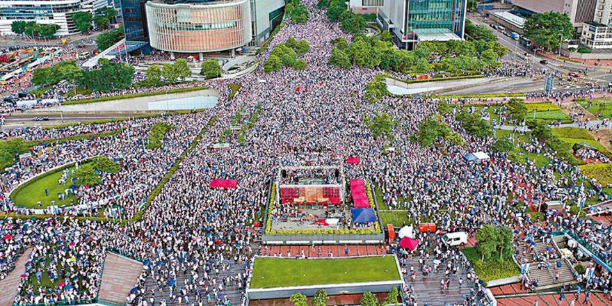 16.5萬人冒雨撐警 護法治反暴力保安寧