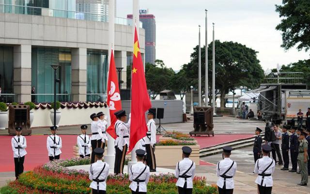 慶回歸22周年 香港金紫荊廣場舉行升旗儀式