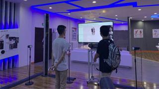 港生体验3D技术 叹祖国发展迅猛