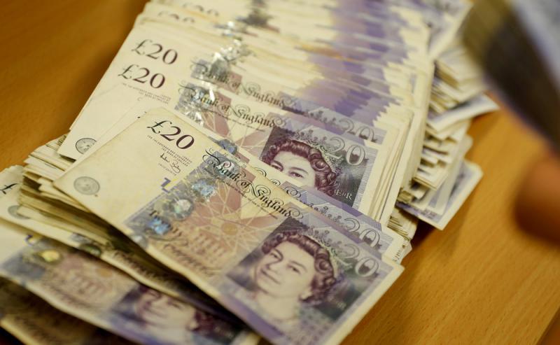 经济下滑 英镑见半年低位