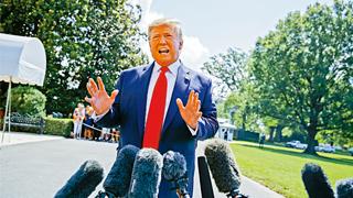 大使秘电外泄风波 英外相称特朗普评论不敬且错误