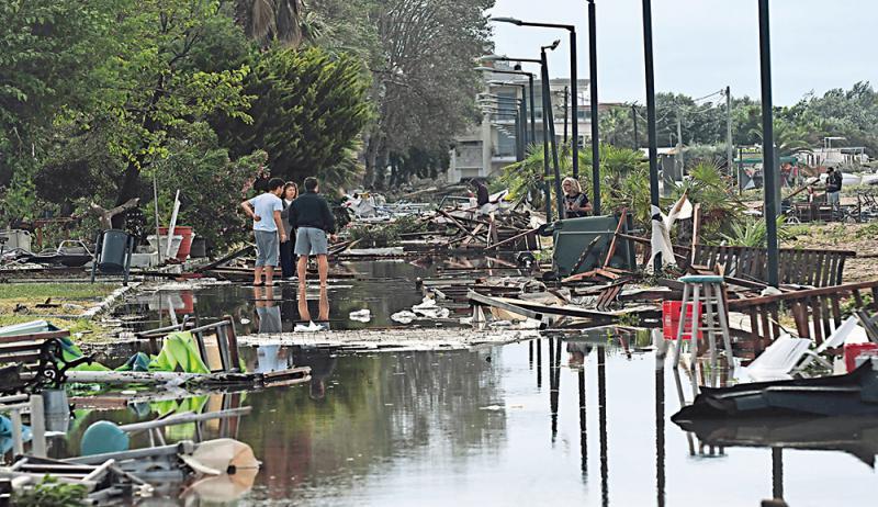 ?希腊北罕见风暴致6死100余伤