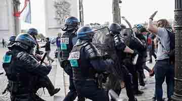 """""""黄背心""""再闹法国巴黎 警方拘捕175人"""
