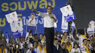 泰总理辞去军政府首领职务 宣布泰国恢复民主运作
