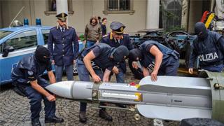 """意大利查""""新纳粹"""" 检获空对空导弹捕三人"""