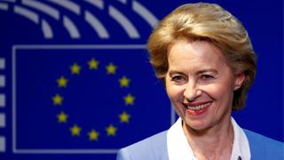 """冯德莱恩艰难""""过关"""" 成为欧盟委员会首位女主席"""