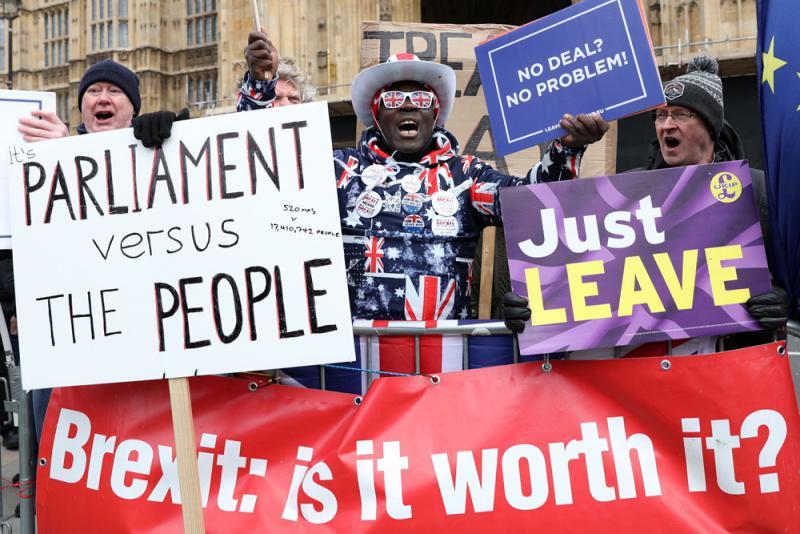 """英议会投票反对强行""""无协议脱欧"""""""