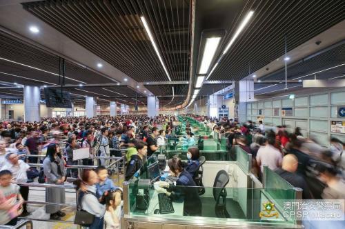 攜智能手機游社區 澳門大數據分流旅客初見成效