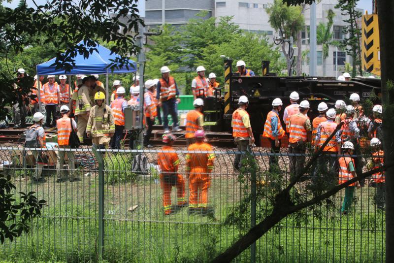 ?东铁工程车出轨 列车服务受阻9小时
