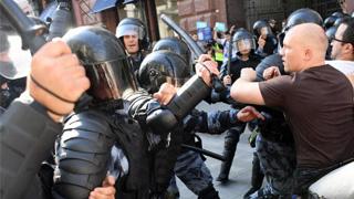 ?俄铁腕驱非法集会 警清场拘逾千人
