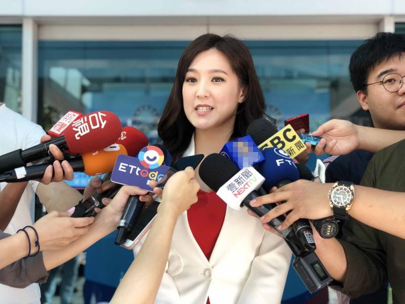 美女主播担任韩国瑜总部发言人