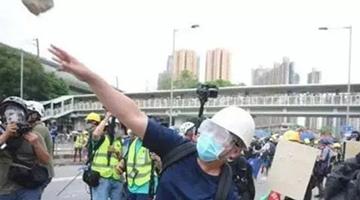 香港学者:四处纵火、殴打百姓,祸港暴徒是千古罪人