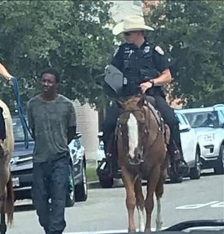 美白人騎警繩牽黑人遊街捱轟
