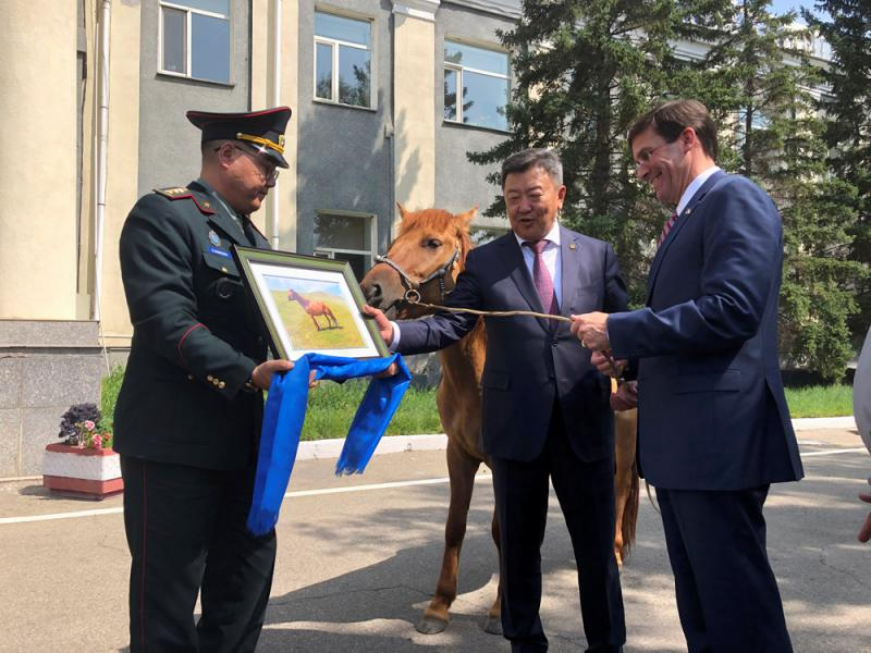 布局印太 美防長罕見訪蒙古