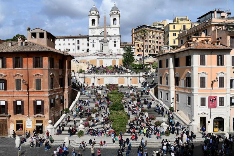 """?罗马禁遊客坐""""西班牙阶梯"""" 违者罚3500元"""