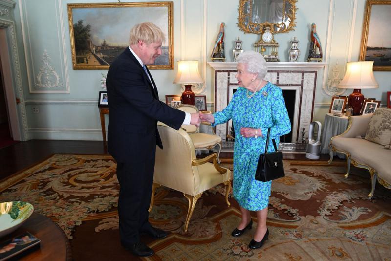 英女王罕見發聲 批政客管理無方