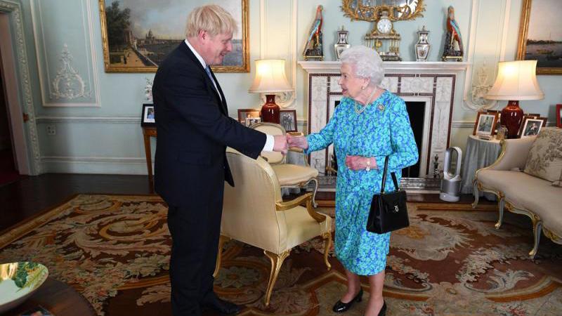 ?英女王罕见发声 批政客管理无方