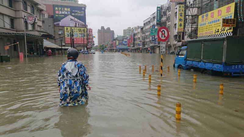 ?南台湾雨灾 高雄司机遇溺身亡